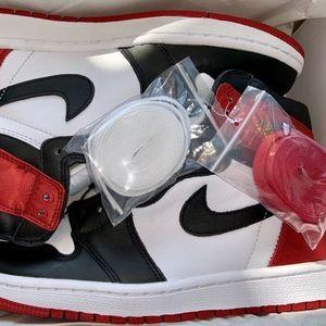 NIKE Air Jordan 1 High OG Satin Black Toe